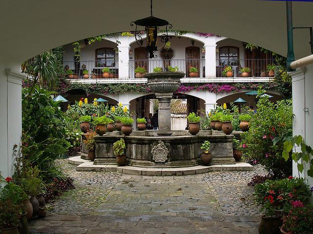 Fuente Interior, Hotel Santo Tomas, Chichicastenango, Guatemala
