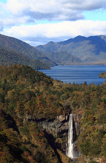 The Chuuzenji lake and the Kegon waterfall, Japan ).
