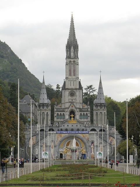 Basilique Notre-Dame-du-Rosaire, Lourdes, France