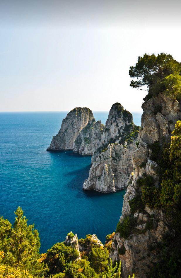 Faraglioni di Capri / Italy